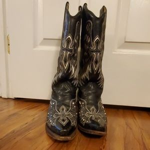 Corral G wing and cross snip toe boots size 7